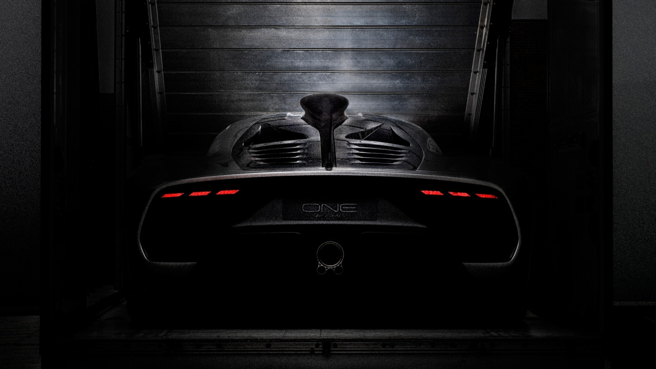 [Copertina] - Mercedes-AMG Project One, l'ultimo teaser ne mostra il posteriore