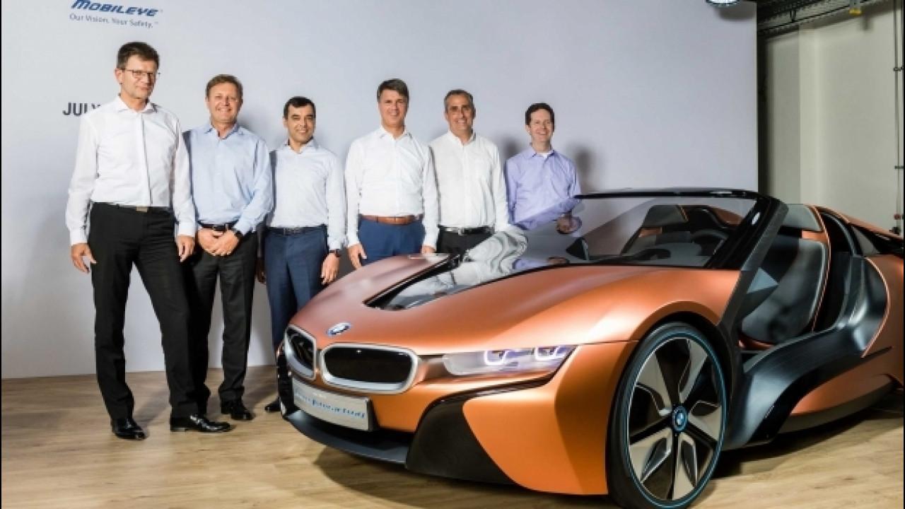 [Copertina] - BMW, la prima che guida da sola arriva nel 2021