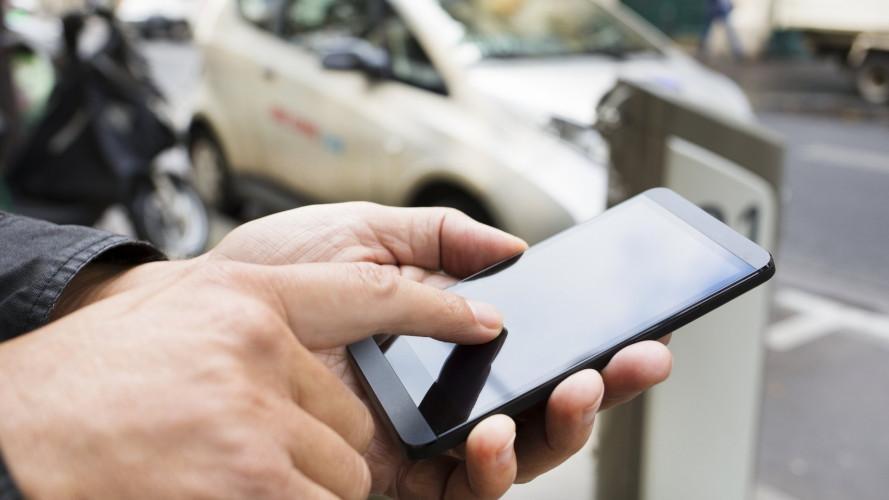 Telepass, con un'App paghi anche il car sharing