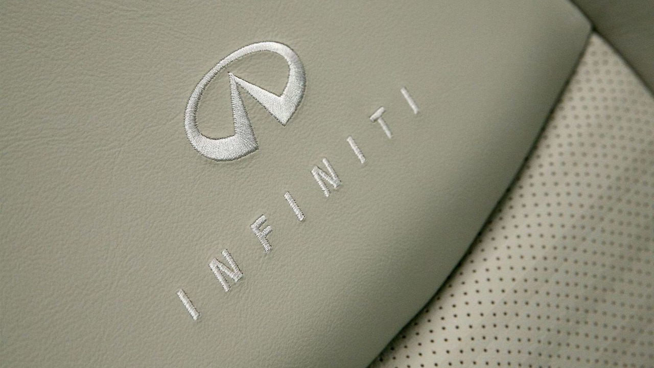2011 Infiniti M37S, European spec - 23.02.2010