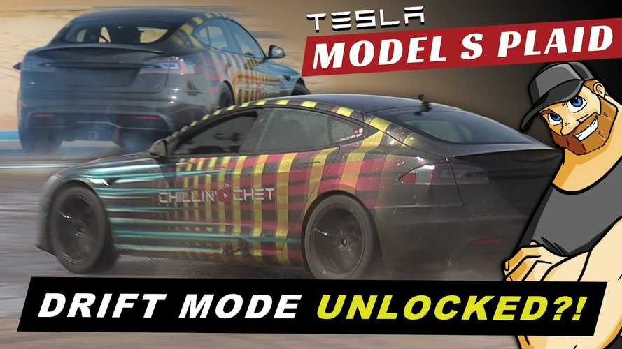 Pro driver has yoke-related issues drifting Tesla Model S Plaid