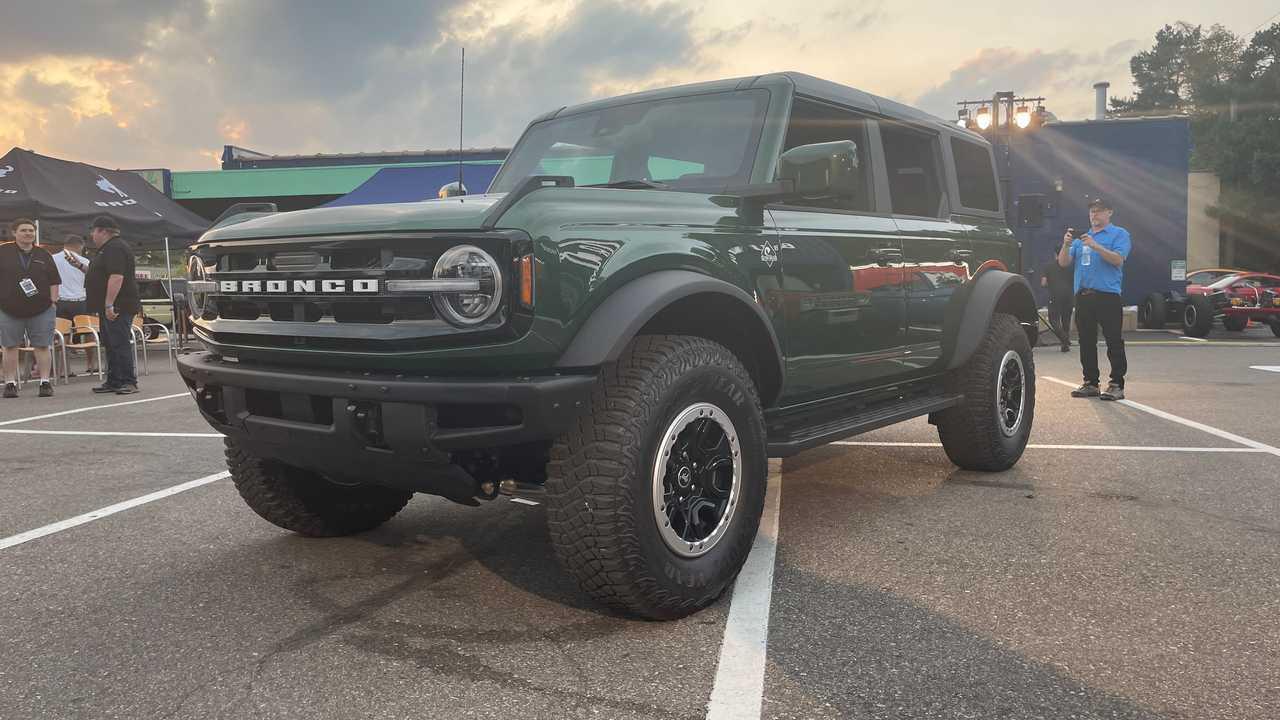 Ford Bronco в новом зеленом цвете