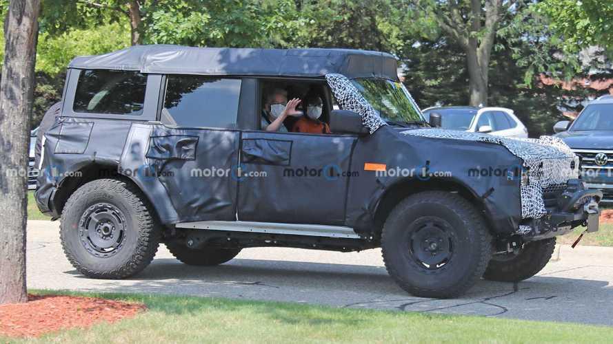 Ford Bronco Sasquatch Sembunyikan Atap dan Aksesori Off-Road