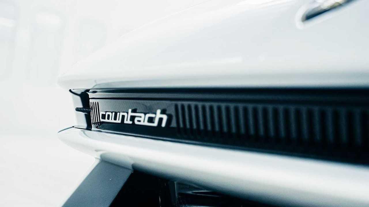 Teaser baru Lamborghini Countach.