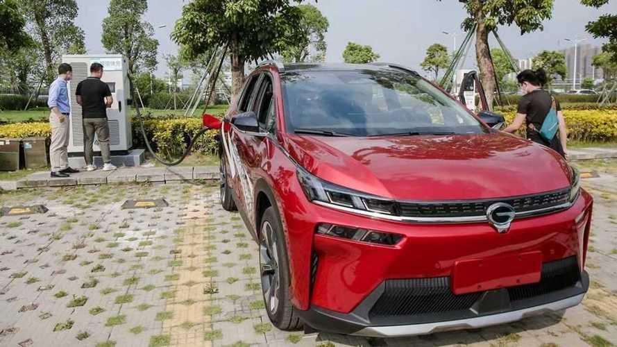 Mobil Listrik Cina Ini Bisa Isi Daya Penuh 5 Menit, Luar Biasa!