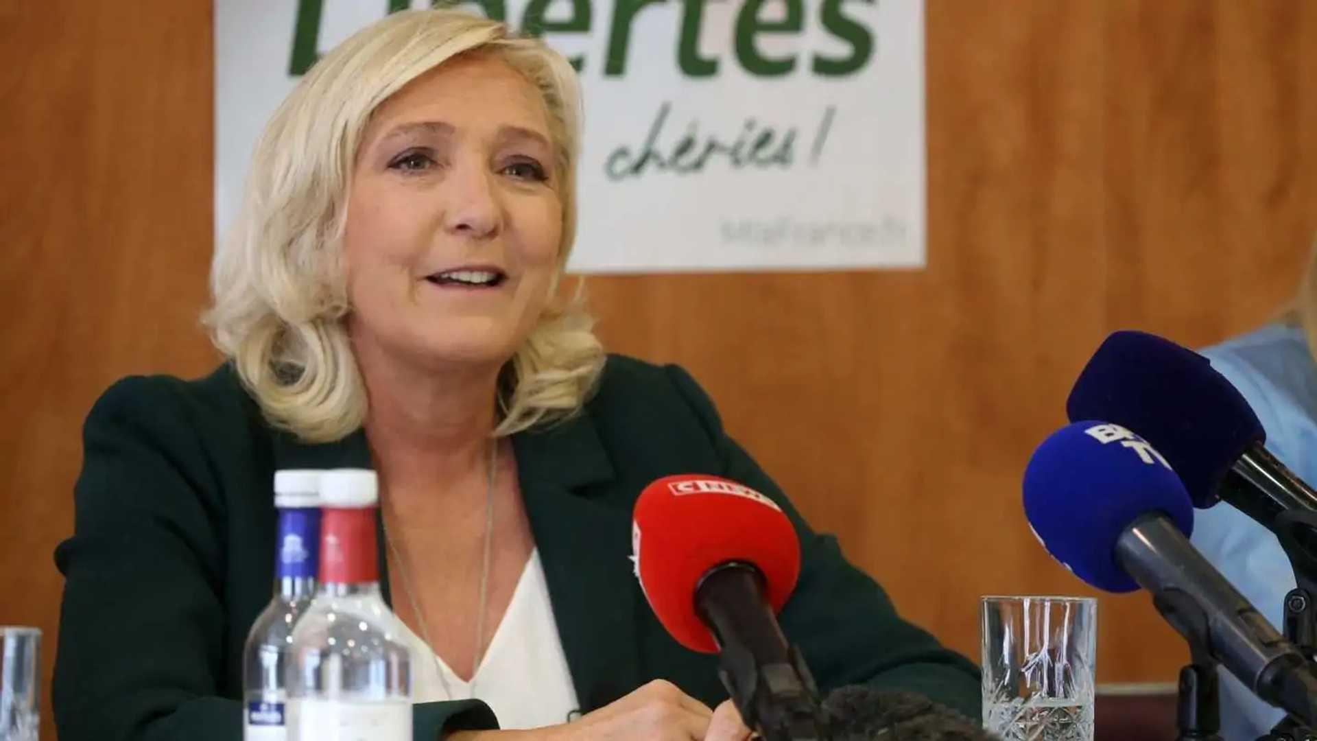 Marine Le Pen veut stopper les énergies renouvelables, démonter les éoliennes