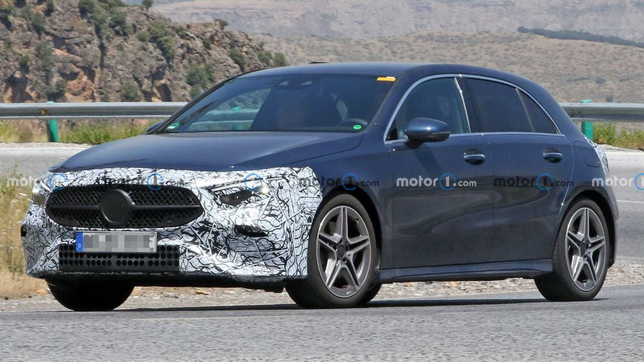 Mercedes A-Klasse Facelift (2021) mit wenig Tarnung erwischt