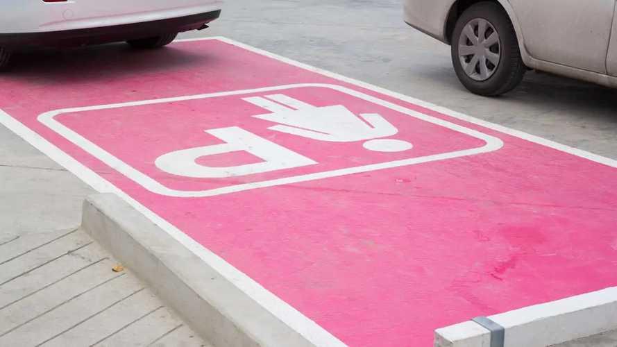 Mims: stalli rosa e multe raddoppiate per i furbetti del parcheggio