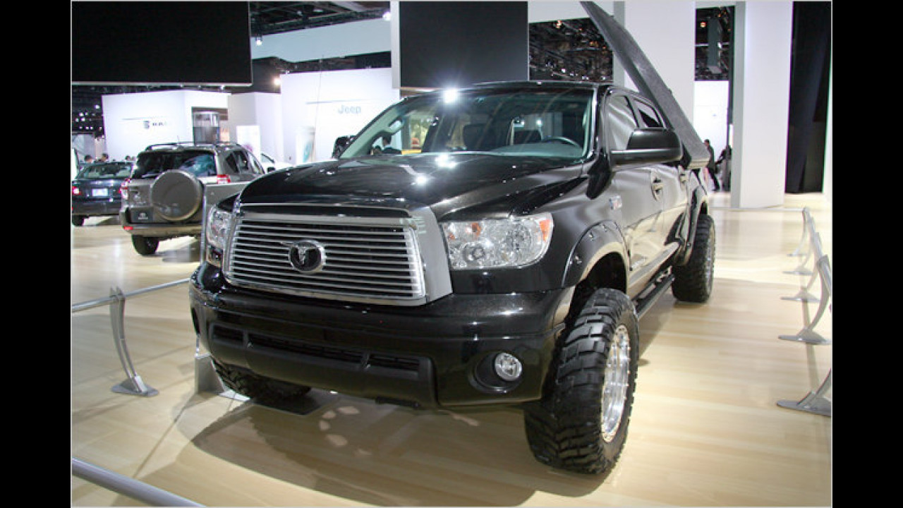 Toyota Tundra Midnight Raider Tailgater