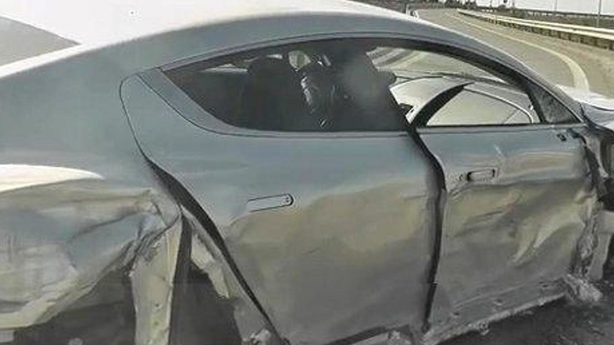 Italian surfer-dude destroys an Aston Martin Rapide [video]