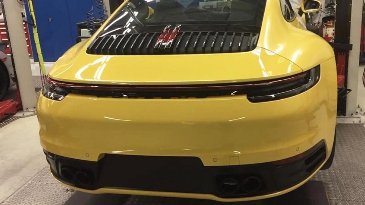 [Copertina] - Nuova Porsche 911, possibile avvistamento senza veli