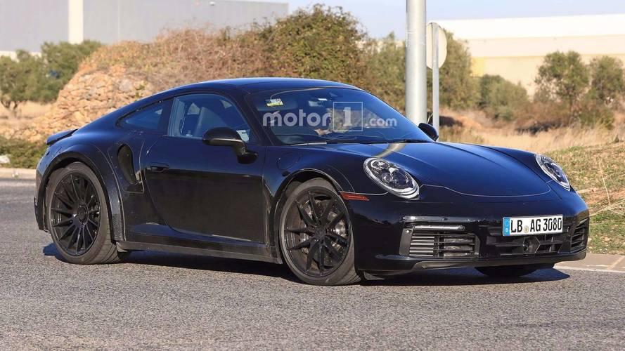 La future Porsche 911 déclinée en deux versions hybrides ?