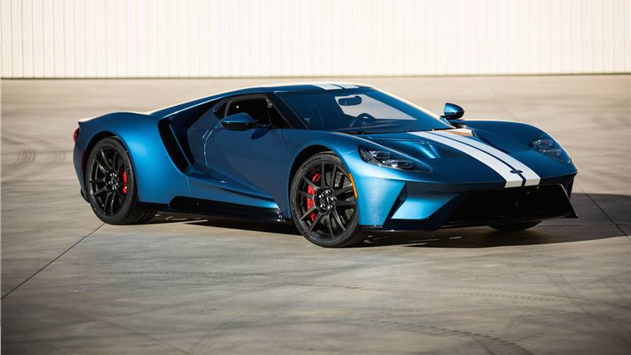 Ford And Ford Auction >> 2017 Ford Gt Sells For A Whopping 2 5 Million At Auction