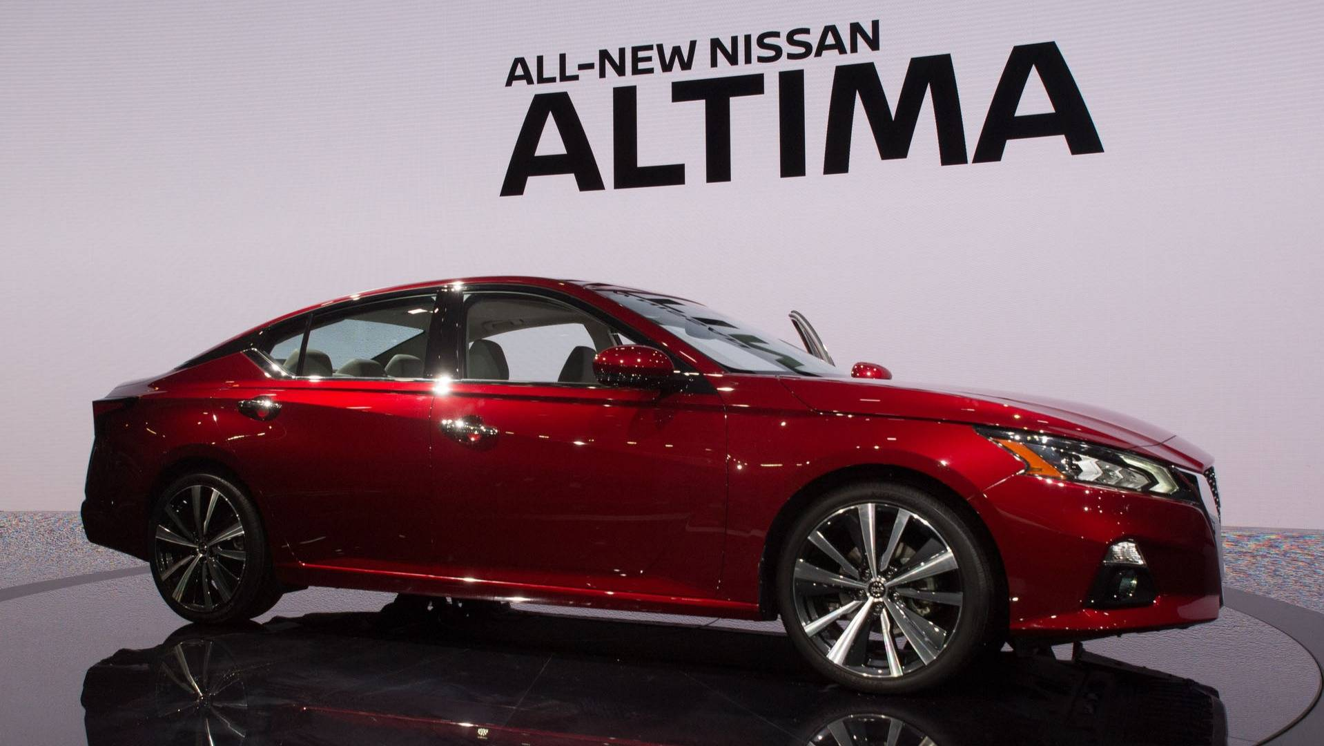 New Nissan Altima >> 2019 Nissan Altima Arrives In New York With Sharper Styling