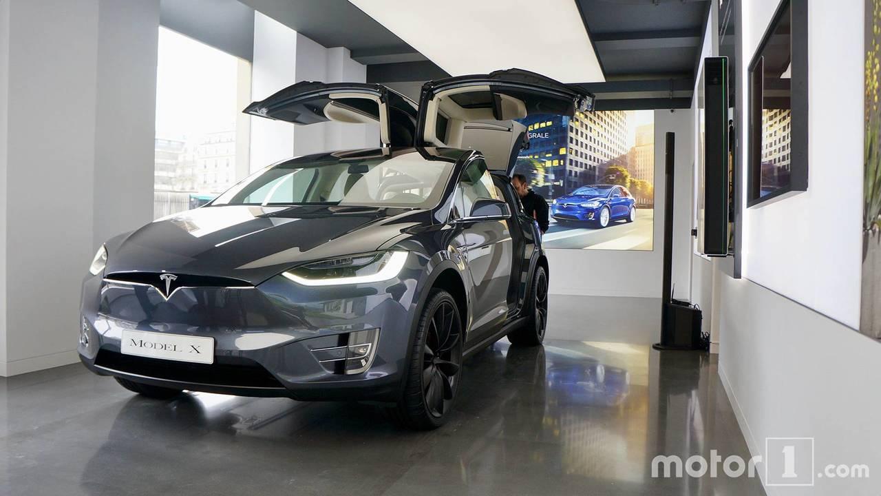 Showroom Tesla à Paris Madeleine