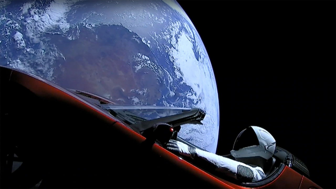 [Copertina] - Elon Musk manda una Tesla su Marte: è il primo space-spot automobilistico