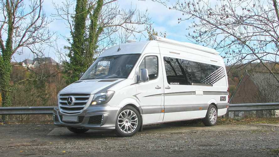 Este lujoso Mercedes-Benz Sprinter camper tiene muchas comodidades