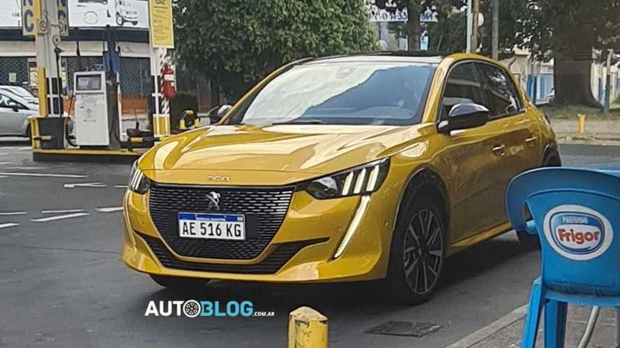 Peugeot 208 com motor 1.2 turbo aparece em testes na Argentina