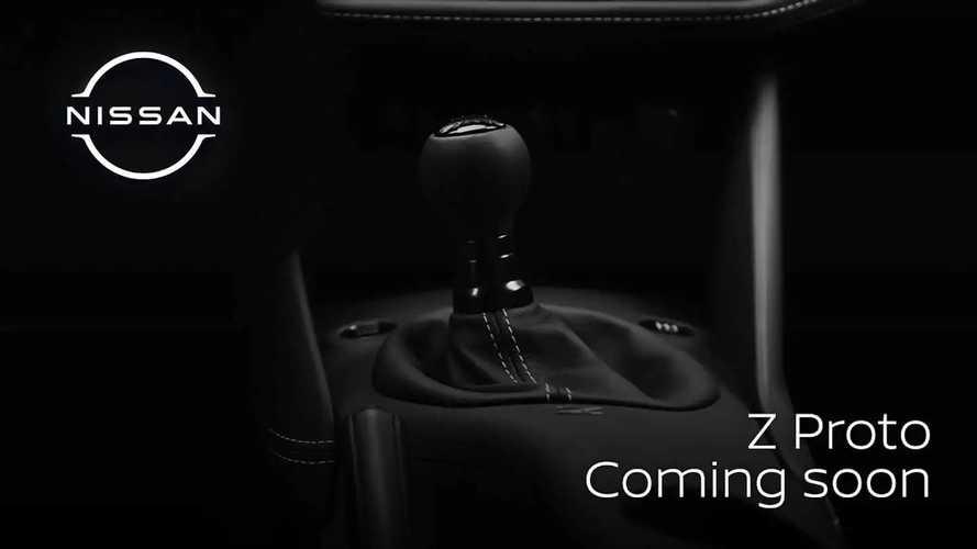 Novo Nissan 400Z tem câmbio manual confirmado em teaser; veja detalhes