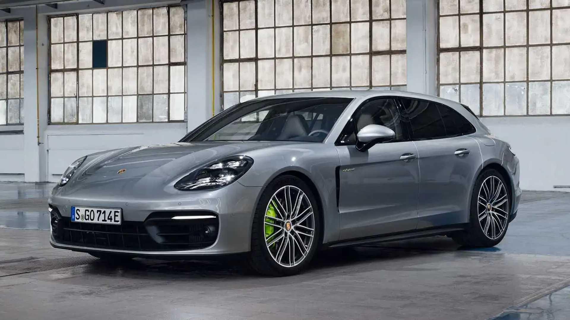 2021 Porsche Panamera 4 E-Hybrid Front 3/4