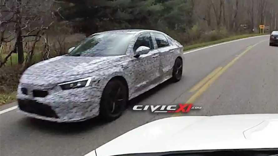 Flagra: Novo Honda Civic 2022 faz testes correndo atrás da versão Si atual