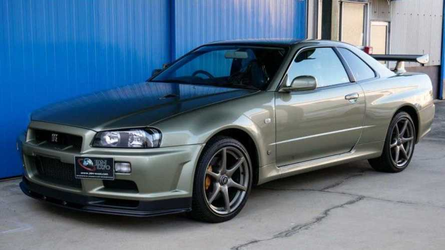 Virtually new R34 Nissan GT-R V Spec II Nur demands £375,000