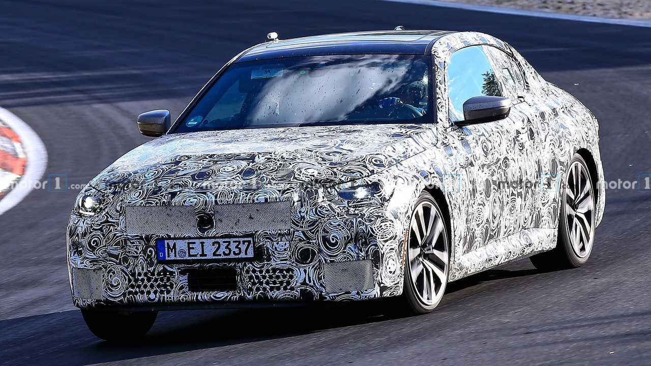 2022 BMW 2 Series Coupe spia foto