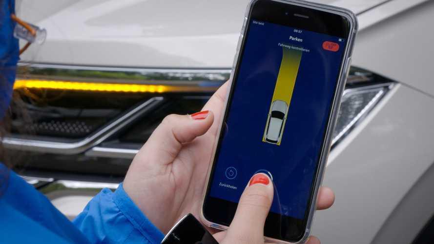Volkswagen Touareg, scendi e parcheggi con lo smartphone