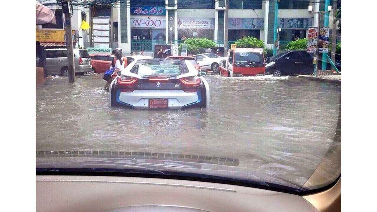007 Feature Demonstrated By BMW i8 Driver In Thailand