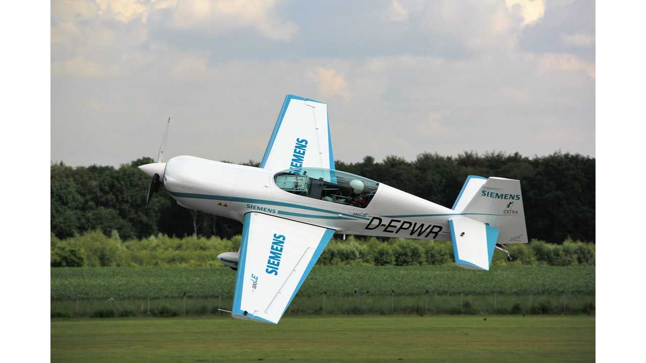 Extra 330LE Aerobatic Electric Plane Sets New Speed Records