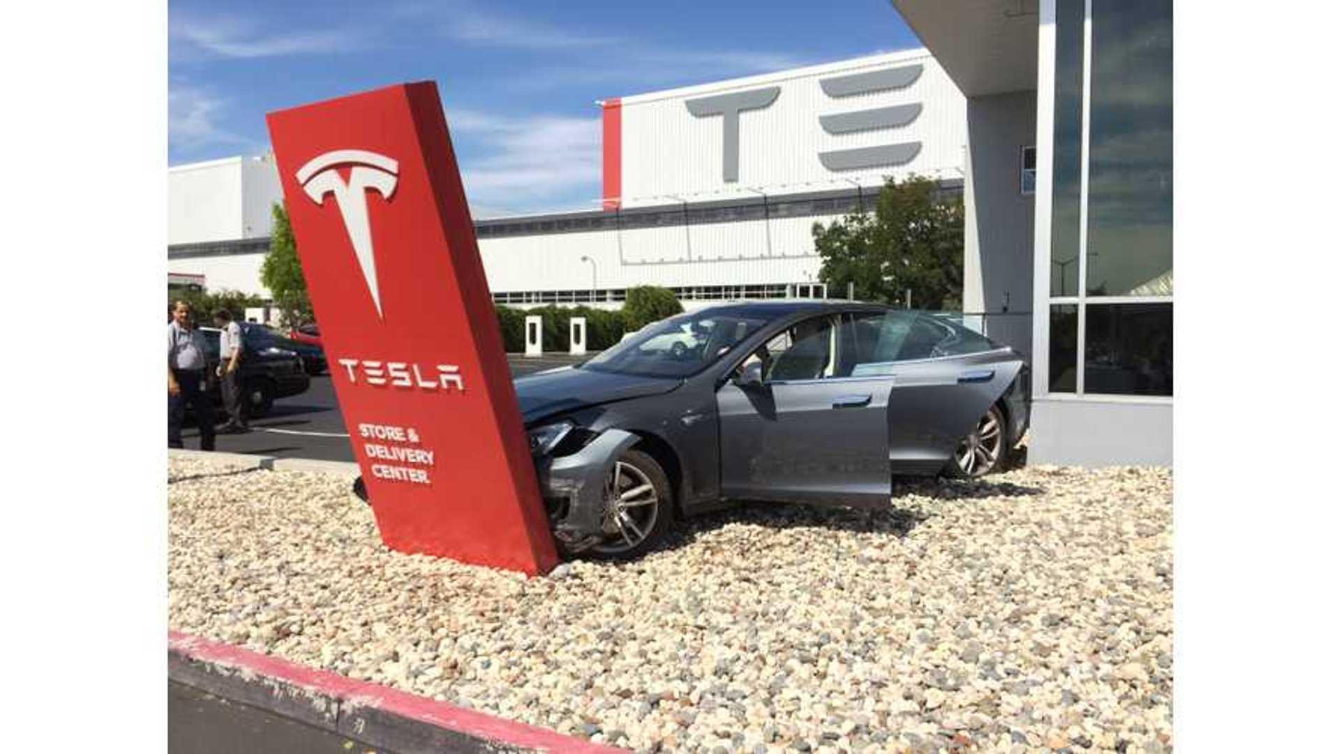 Tesla Cars In Junkyards Still Retain Personal Data
