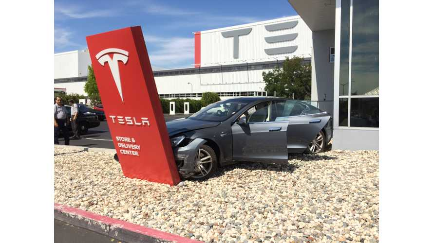 Tesla Cars In Junkyards Still Retain Personal Data