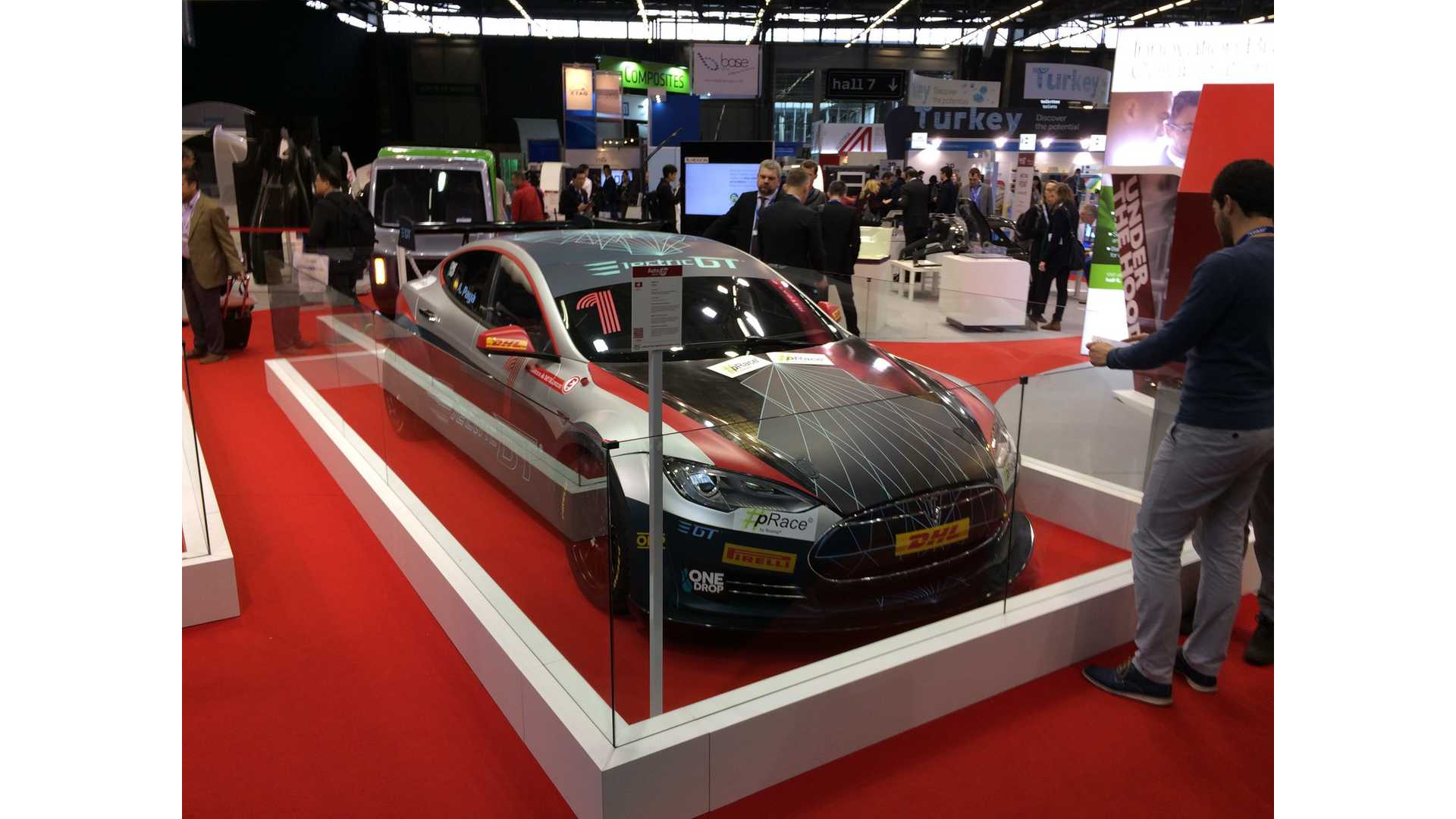 Leilani Münter Shows How Electric Gt Reduced The Tesla Model S P100d Weight By 1 100 Pounds Video