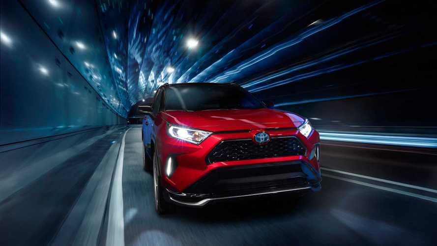 Toyota показала, как совместить скорость и экономичность в RAV4
