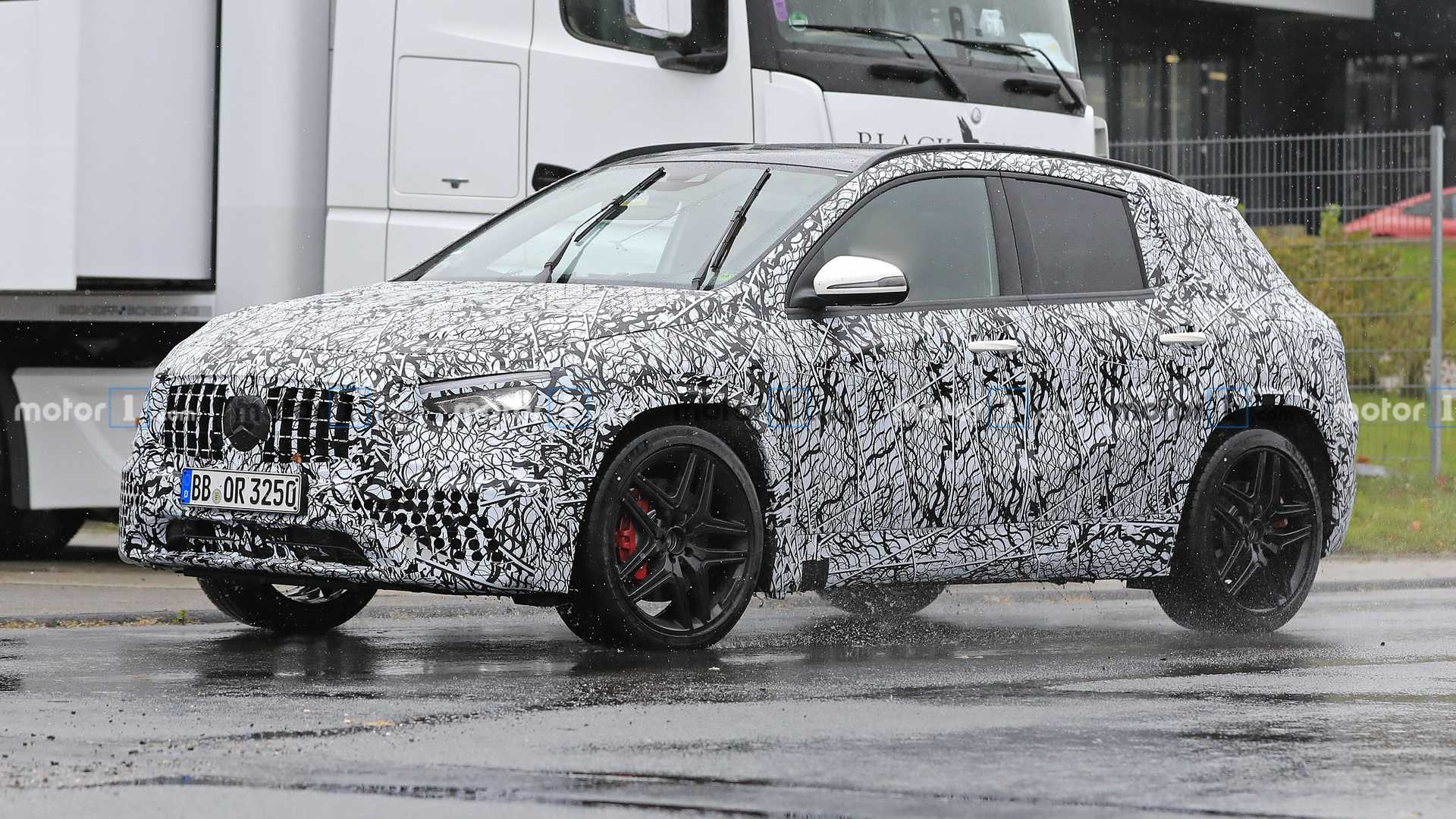 Mercedes Starts Countdown To New GLA Premiere, Debuts December 11