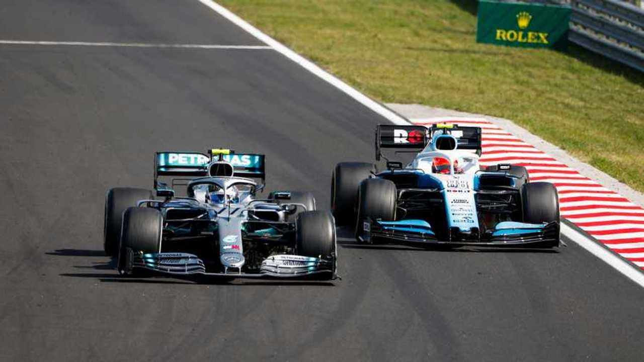 Valtteri Bottas, Mercedes AMG W10, leads Robert Kubica, Williams FW42