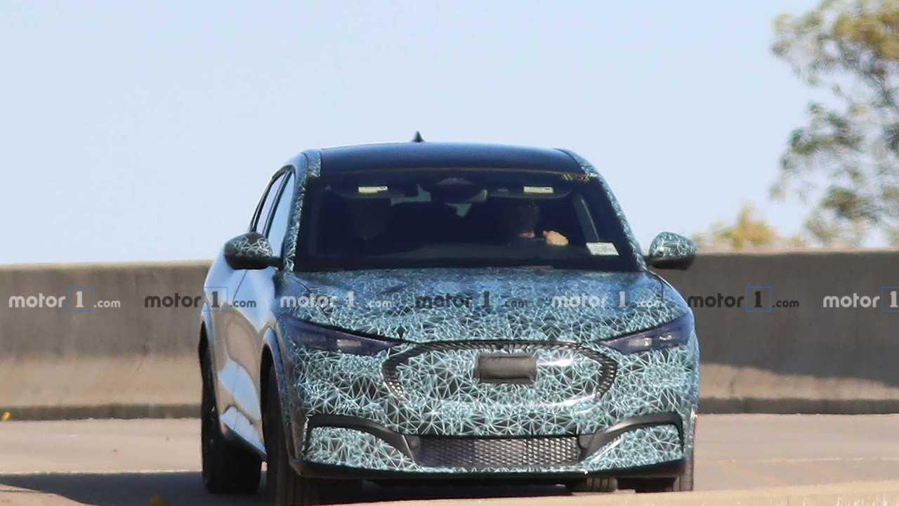 Mustang-Inspiriertes Elektroauto von Ford als Erlkönig erwischt