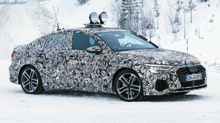 Yeni Audi A3 kamuflajsız yakalandı, S3 de görüldü