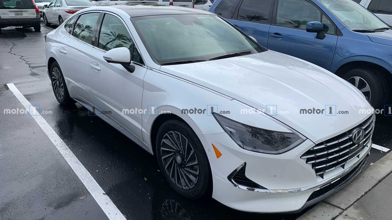 Hyundai Sonata Hybrid spotted in the metal