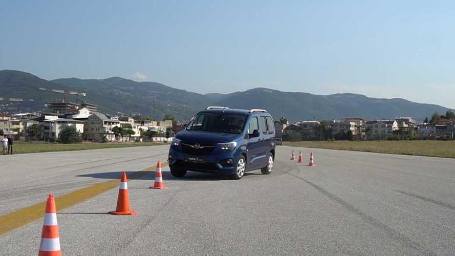 Opel Combo | Geyik Testi ve Slalom| Türkiye'de İlk!