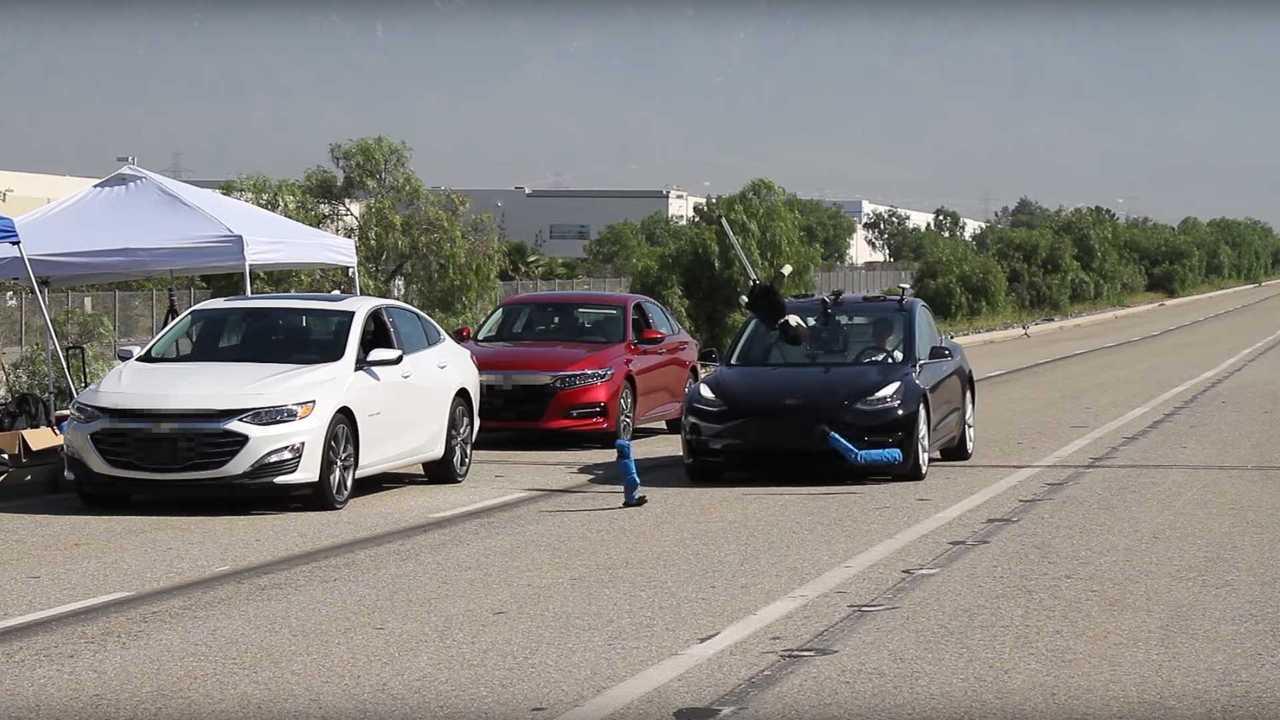 Tesla Model 3 fékteszt
