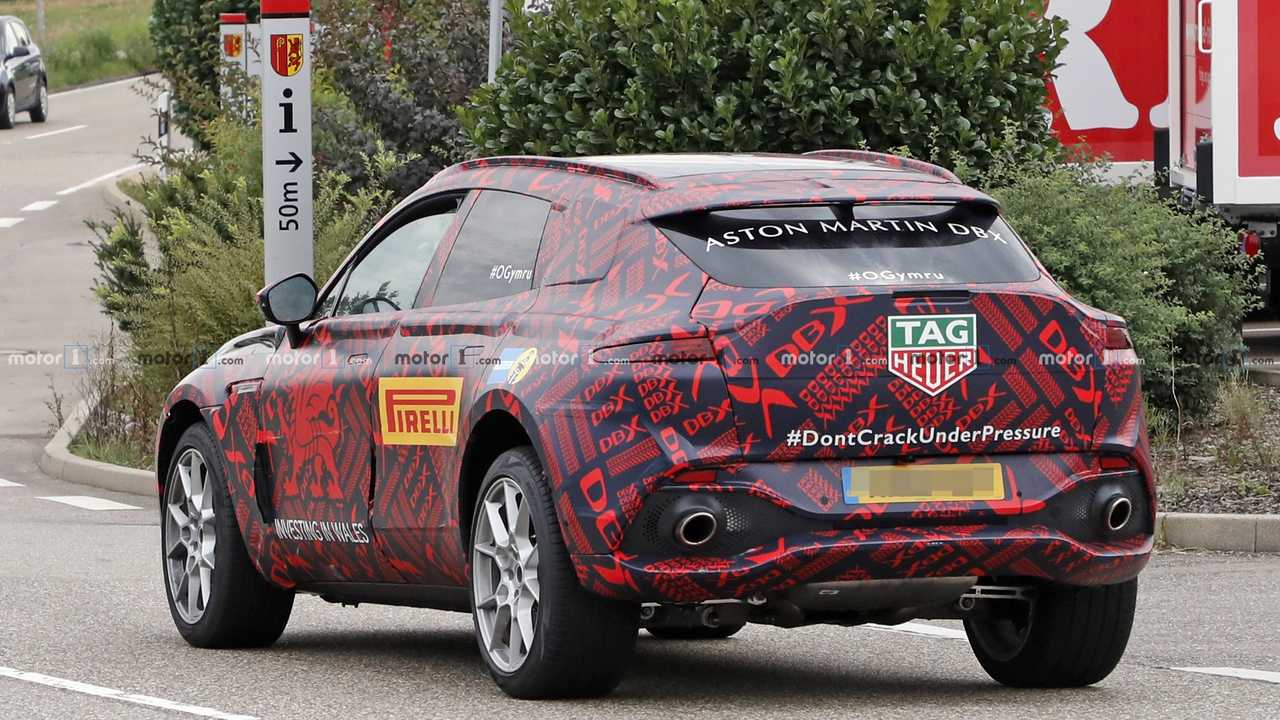 2020 Aston Martin DBX kémfotó