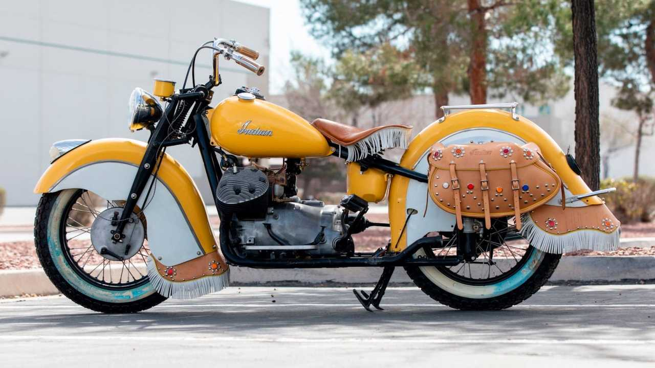 Indian 841 keluaran 1941 ini sejatinya motor perang khusus untuk melakoni misi di gurun pasir.