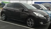 Segredo? Novo Peugeot 208 já se exibe pelo Brasil