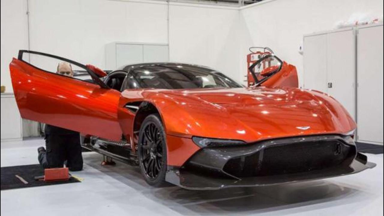 [Copertina] - Black Friday, Aston Martin si inventa la Vulcan Experience