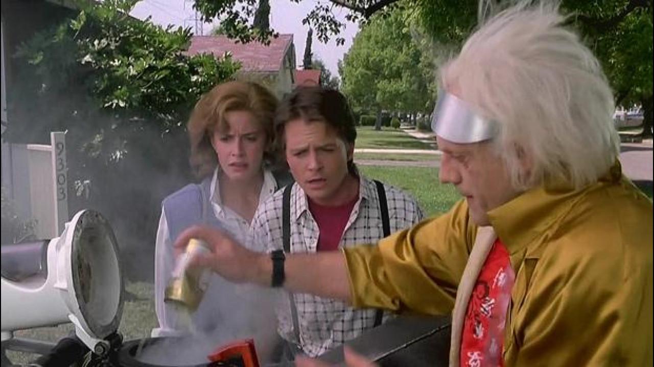 [Copertina] - Ritorno al Futuro, la DeLorean ad Ecomondo per parlare di biometano