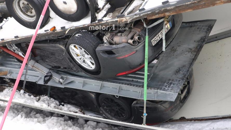 La future Porsche 911 victime d'une méchante sortie de route