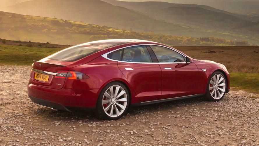 La Tesla Model S passe aux quatre roues motrices de série