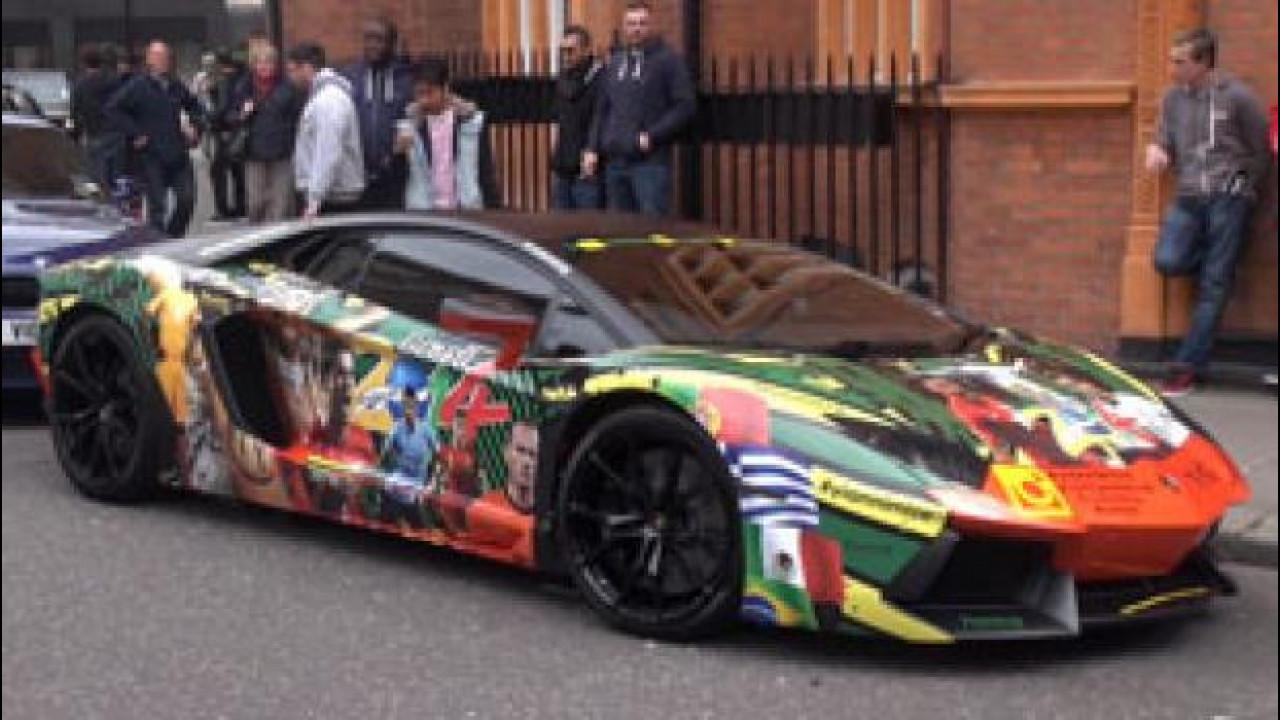 [Copertina] - Lamborghini Aventador si traveste per i Mondiali 2014 [VIDEO]