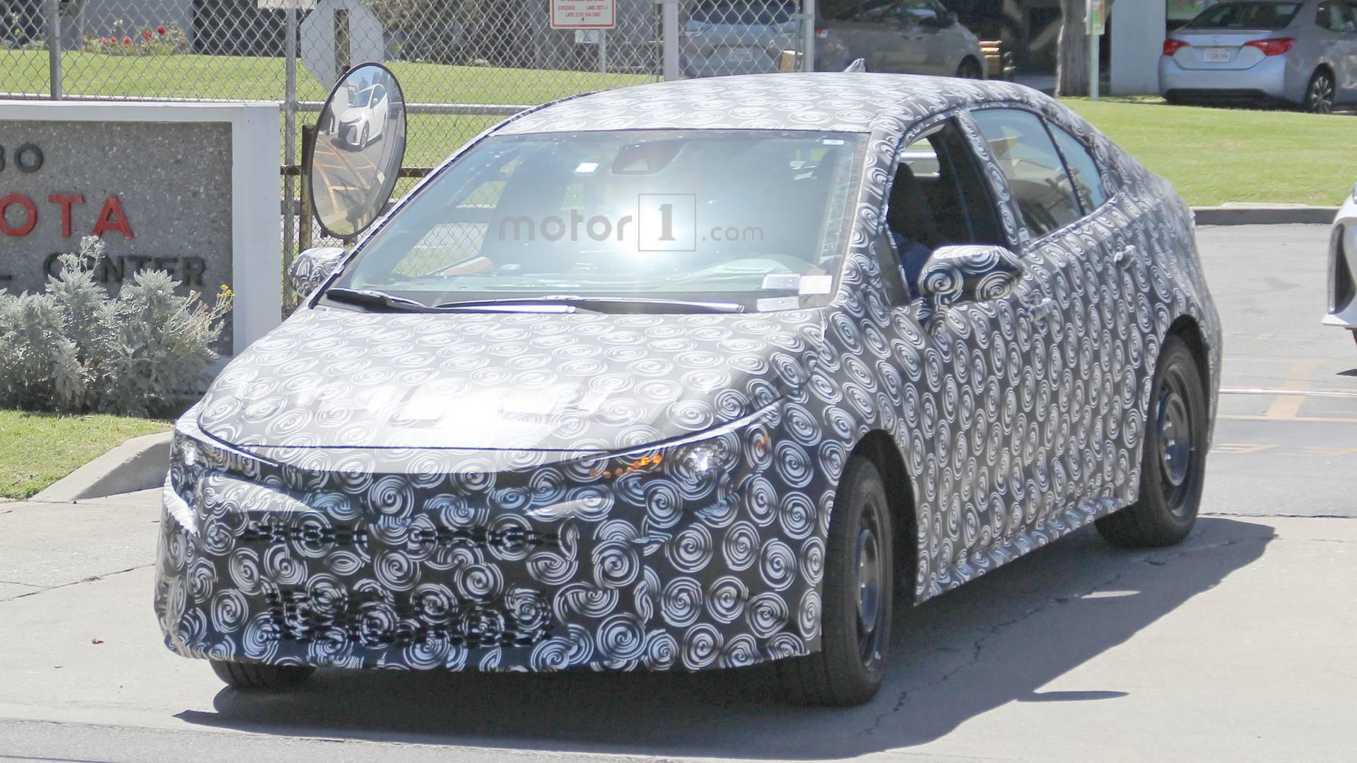 Confirmado: Novo Toyota Corolla será revelado dia 16 de novembro na China 2020-toyota-corolla-spy-photo